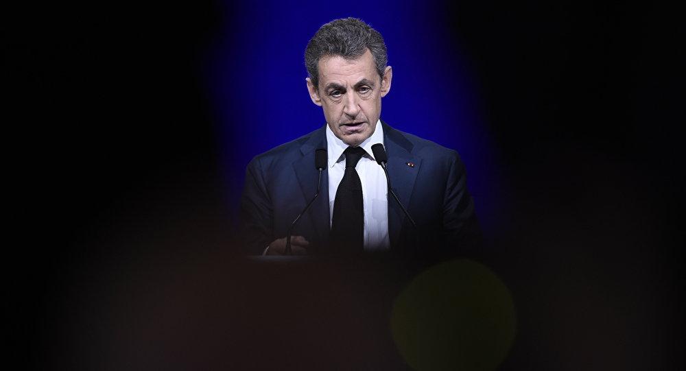 Le président du parti des Républicains (LR) de droite, Nicolas Sarkozy, prononce un discours lors du Conseil national LR du 14 février 2016 à Paris.