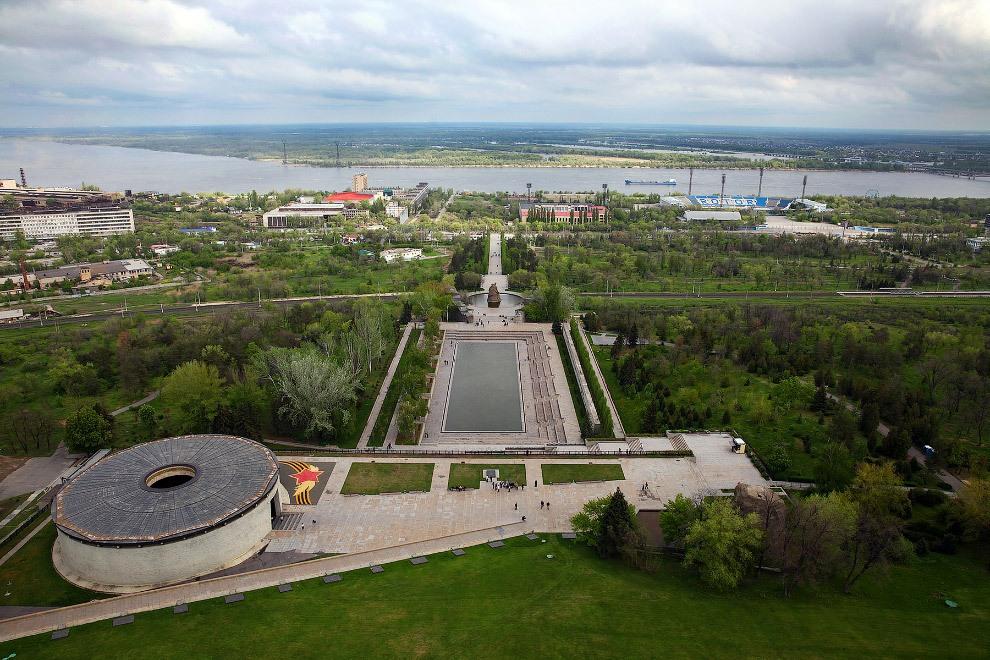 Vue de la Volga et du mémorial entier