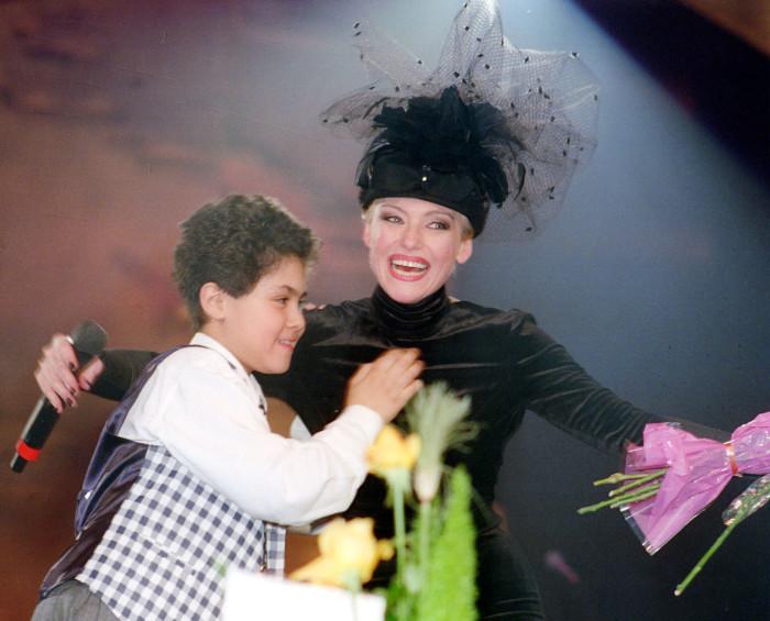 Irina Ponarovskaya avec son fils Anthony.  / Photo: www.woman.ru