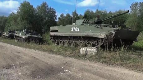 Démystifié: Comment un journaliste de la VoA a-t-il poussé de fausses informations sur des «chars russes qui traversaient l'Ukraine»?