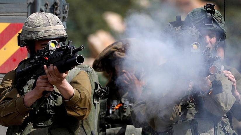 VIDÉO: Un tireur d'élite israélien tire sur un Palestinien immobile et ses collègues fêtent