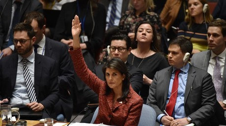 Le Conseil de sécurité des Nations unies ne parvient pas à adopter trois résolutions sur l'attaque chimique de la Syrie, alors que la Russie appelle à la retenue