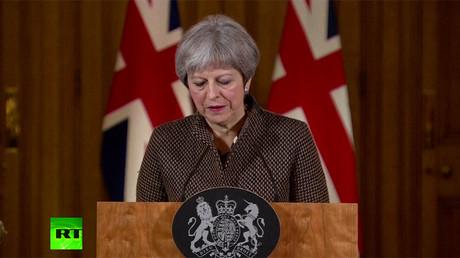 """Le Premier ministre britannique May a déclaré qu'il était """"juste et légal"""" de prendre des mesures militaires en Syrie"""