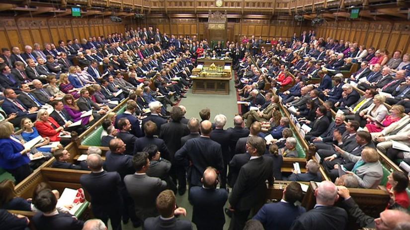Les députés débattent de la loi de Corbyn sur l'approbation parlementaire de l'action militaire à l'étranger (WATCH LIVE)
