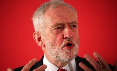 Jeremy Corbyn, le chef du Parti travailliste britannique, parle lors du lancement de leur campagne électorale locale, à Londres, le 9 avril 2018.