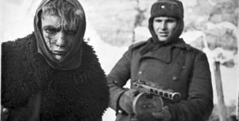 Mussolini a envoyé une armée de 250 000 hommes pour aider Hitler à envahir la Russie - ils sont tous gelés à mort