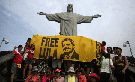 Les partisans de Lula demandent sa libération.