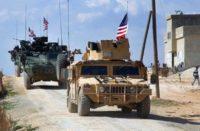 Les forces américaines patrouillent à la périphérie de la ville syrienne de Manbij, dans la province d'Alep