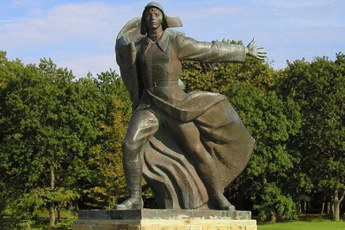 "Monument ""Aiglon"".  Photo: RuTraveller"