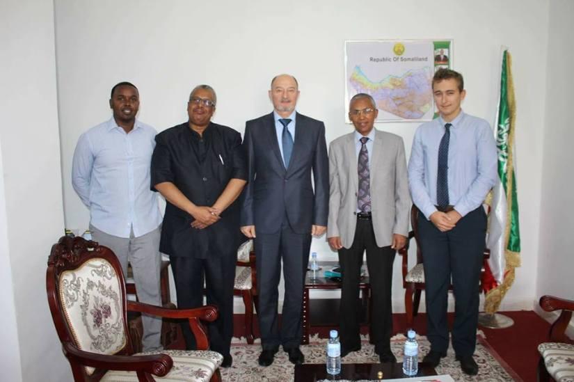 Le ministre des Affaires étrangères du Somaliland, Dr. Saad Ali Shire, rencontre le diplomate russe Yury Kourchakov