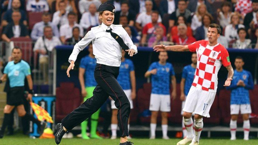 Qui et pourquoi a essayé de verser une cuillerée de goudron dans un tonneau de football russe?  Colonne de Nikolaï Starikov